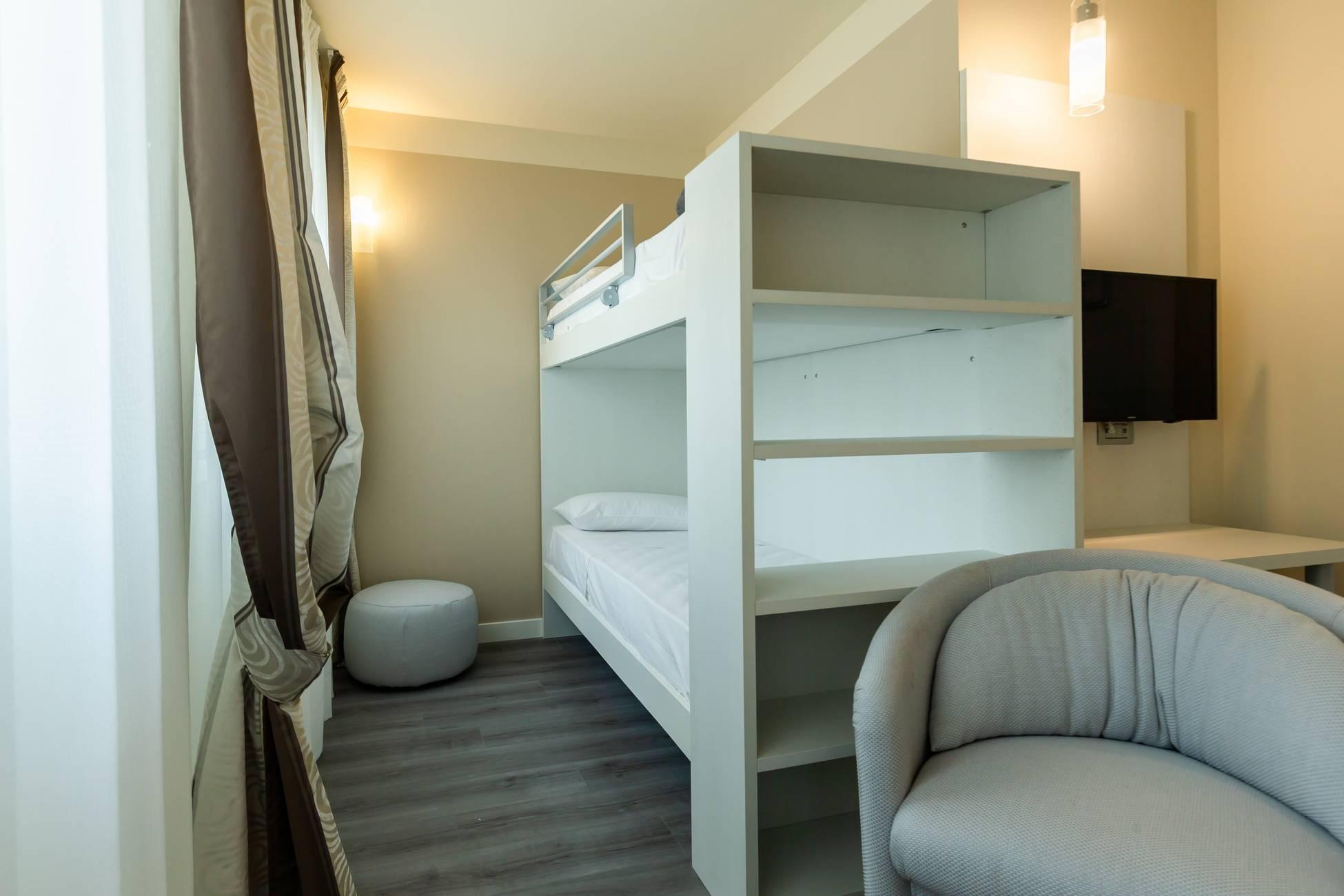 Lit Superposé 3 Étages chambre familiale grand lit + 2 lits superposés
