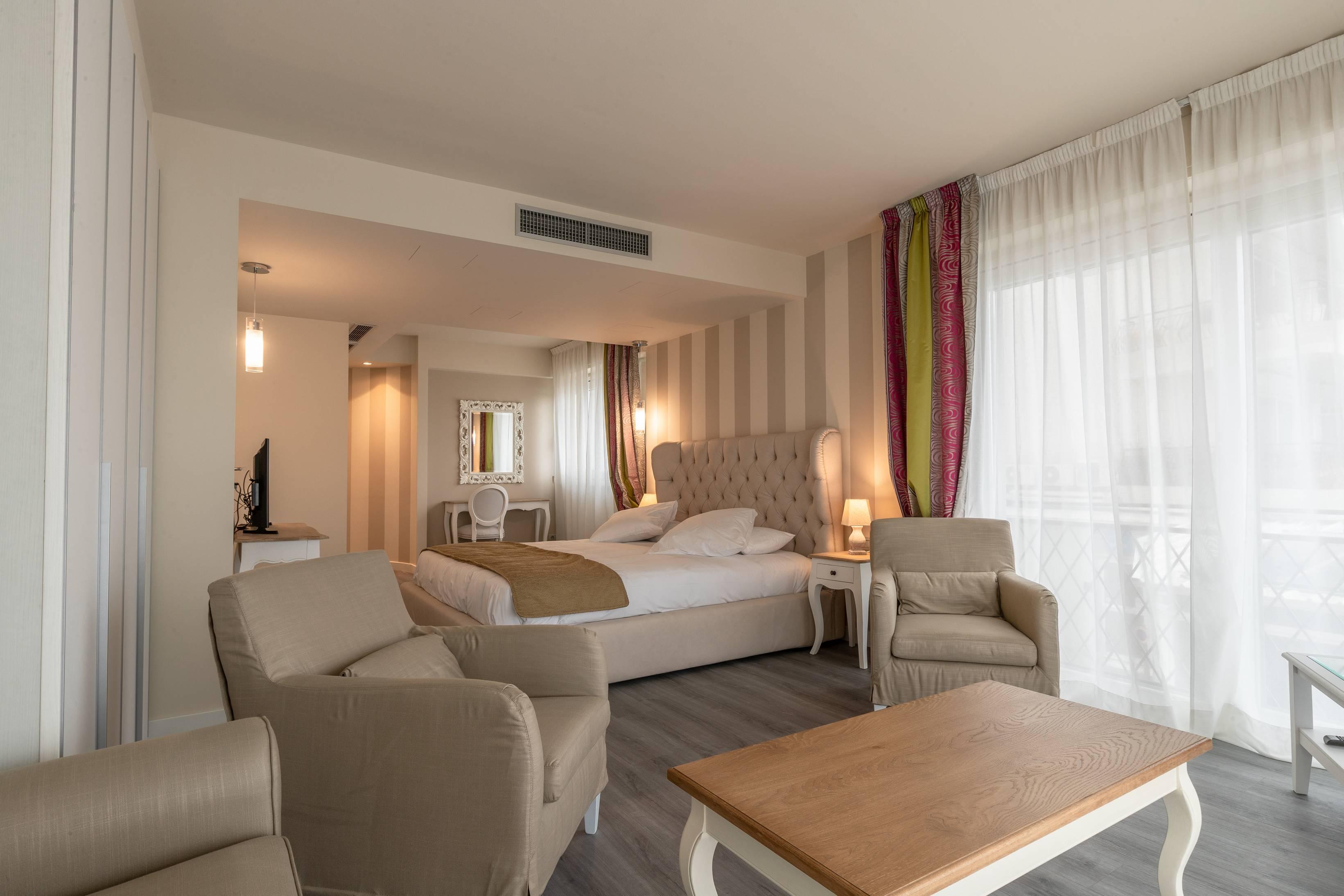 Junior Suite con terrazza vista mare – hotel-ladolcevita.com